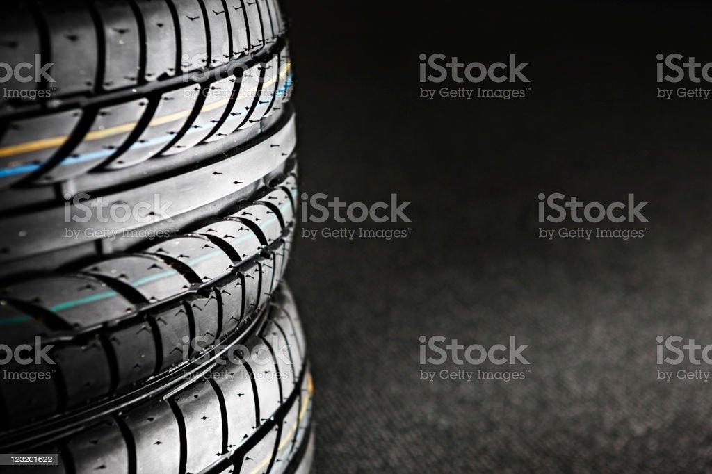 Stapel von Reifen – Foto