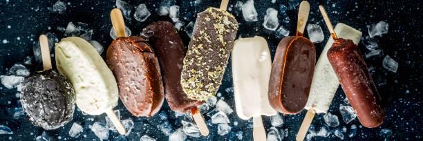stack van verschillende popsicle ijs - ijslollie bevroren zoetigheid stockfoto's en -beelden