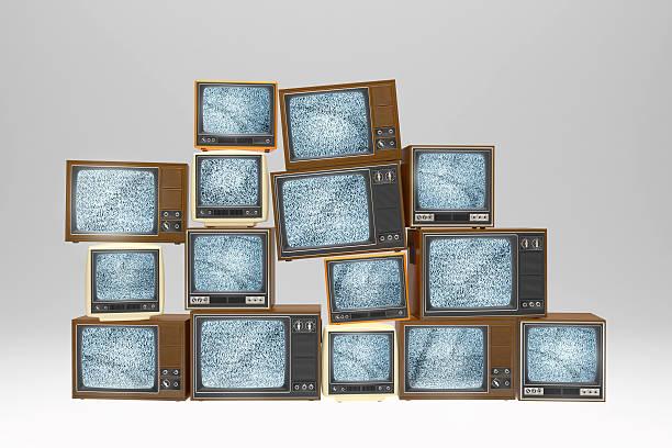 Ein Haufen vintage alte Fernseher Liveübertragungen static signal – Foto