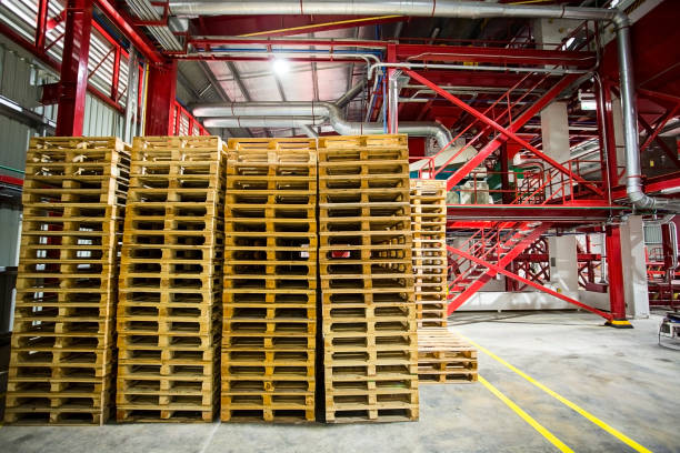 stack of wooden pallets in the factory. - pallet foto e immagini stock