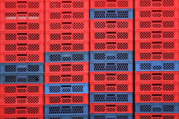 gestapelte-boxen - gblu stock-fotos und bilder