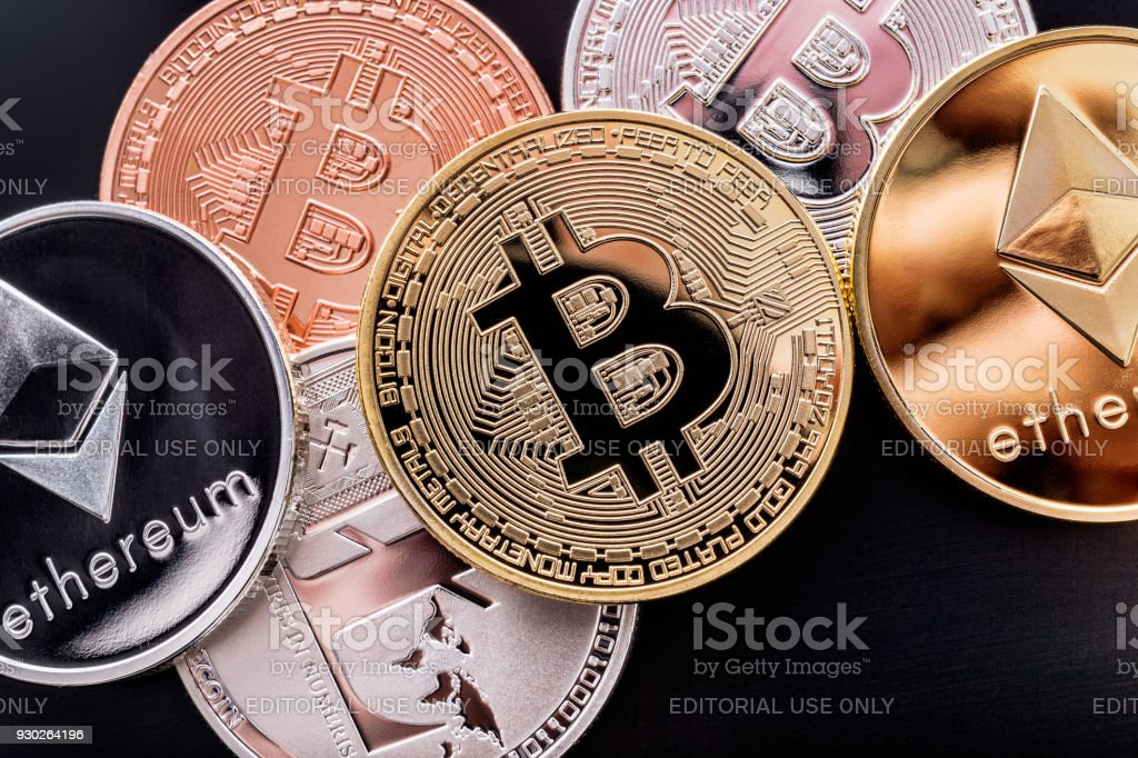Apila monedas cryptocurrency - foto de stock