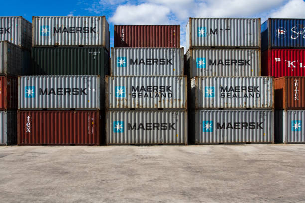 stacked maersk shipping containers - doncaster foto e immagini stock