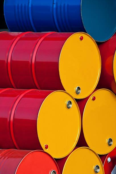 Gestapelte Barrel Öl – Foto