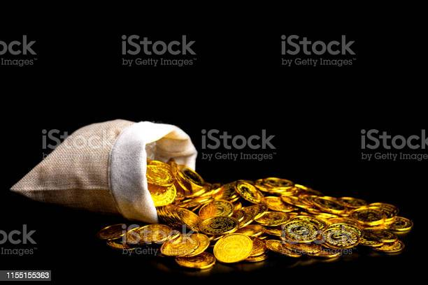 Stacking gold coin in treasure sack on black background money stack picture id1155155363?b=1&k=6&m=1155155363&s=612x612&h=ud1tlt9lgfoixeccwlq3 vctedbqibrfgcnute22mgg=