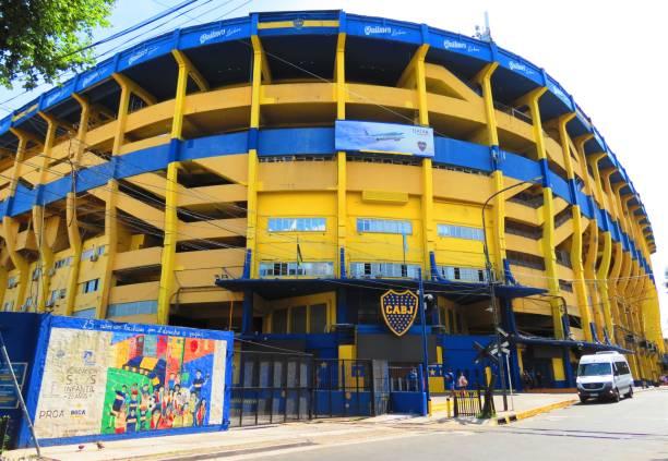 stadio del boca juniors (la bombonera) a buenos aires. - maradona foto e immagini stock