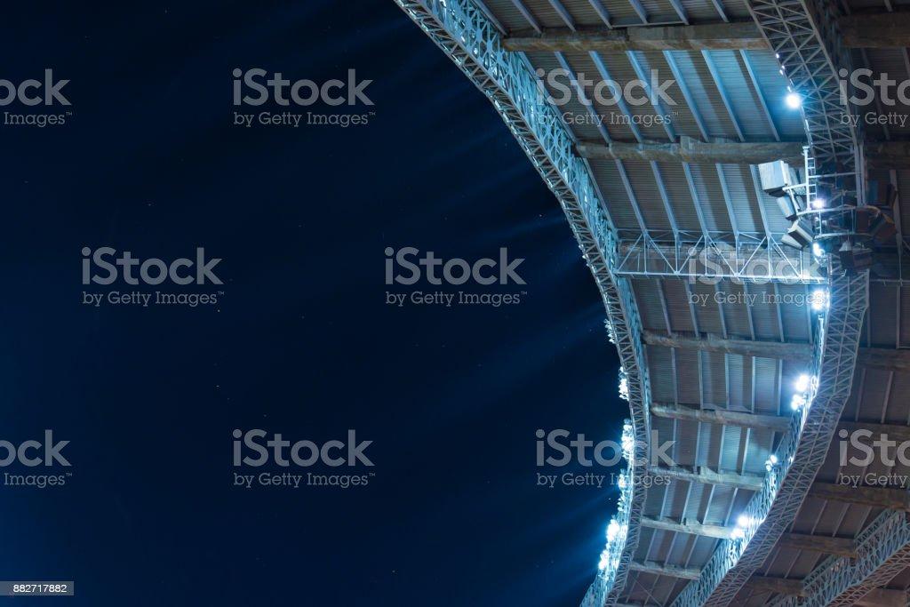 Stadiondach Fußball bei Nachtspiel mit Textfreiraum – Foto