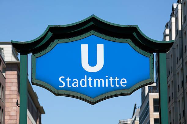 stadtmitte u-bahn-station - u bahn stock-fotos und bilder