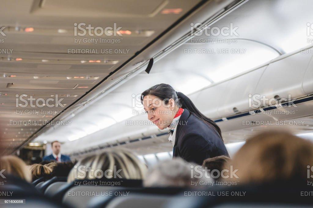 Das Personal Kummert Sich Um Die Passagiere Vor Dem Abflug Aus Dem