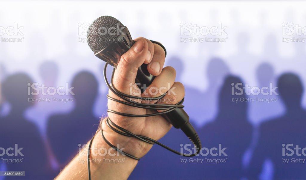 Lampenfieber In öffentlichen Reden Oder Schlechte Karaoke Singen ...
