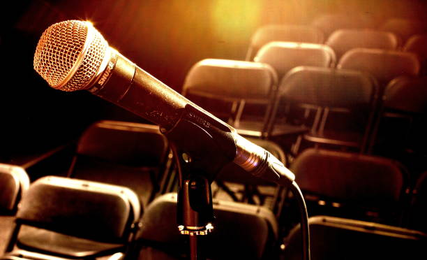 Bühne-Mikrofon auf der Bühne – Foto