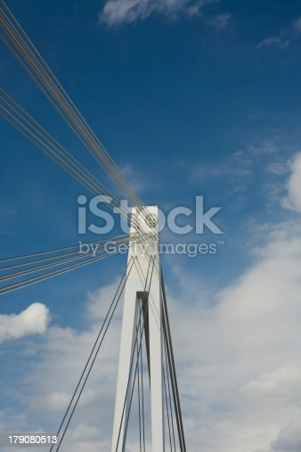 istock Stahlseilbrücke 179080513