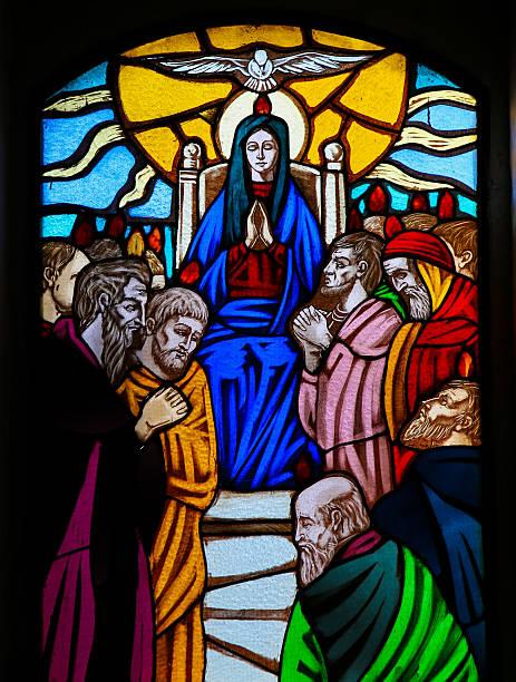 vetro istoriato-pentecoste - ferragosto foto e immagini stock