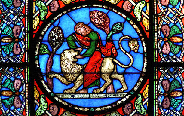 Stained glass window depicting Samson slaying the lion – Foto