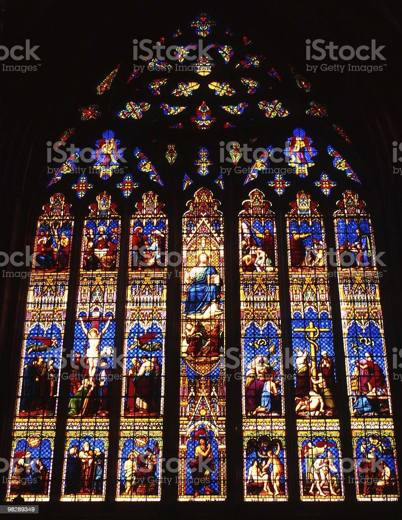 Vetrata nella Cattedrale di Chichester. Inghilterra foto stock royalty-free