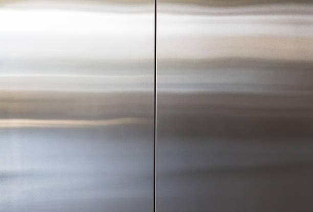fundo de porta de elevador de aço inoxidável e textura, painel de parede de metal prata - cromo metal - fotografias e filmes do acervo