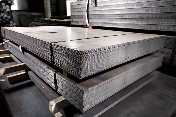 stainless steel metal sheets deposited in stacks - roestvrij staal stockfoto's en -beelden