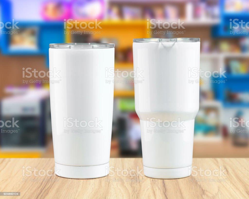Stainless steel tumbler mug on wooden backdrops. Template of insulated mug for design. - foto stock