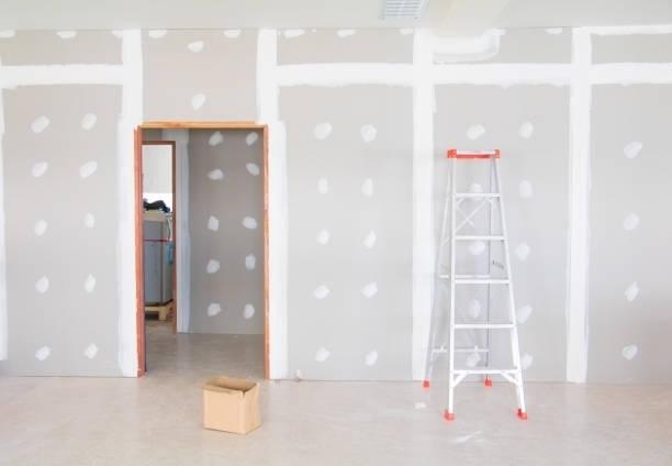 da escada e placa de gesso parede decoração de interiores da casa em construção com espaço de cópia adicionam texto - foto de acervo