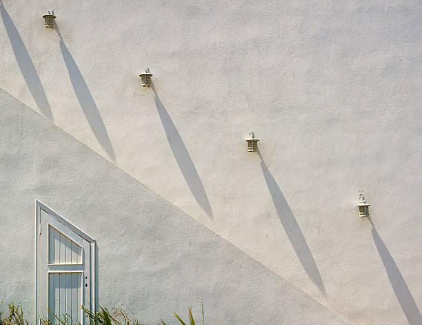 stair halterungen - wandleuchte treppenhaus stock-fotos und bilder