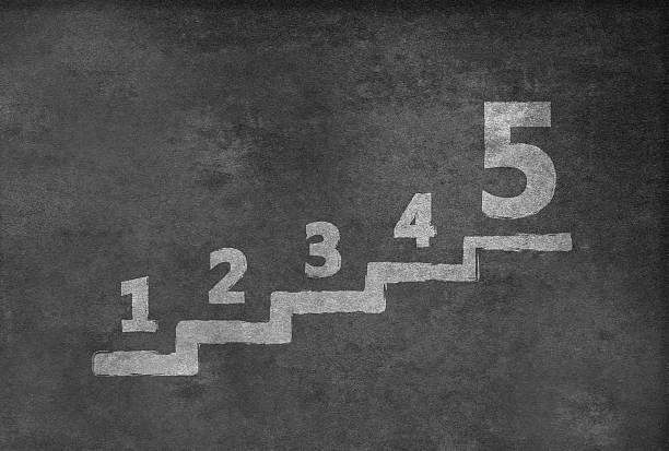 scale con il numero uno a cinque - numero 5 foto e immagini stock