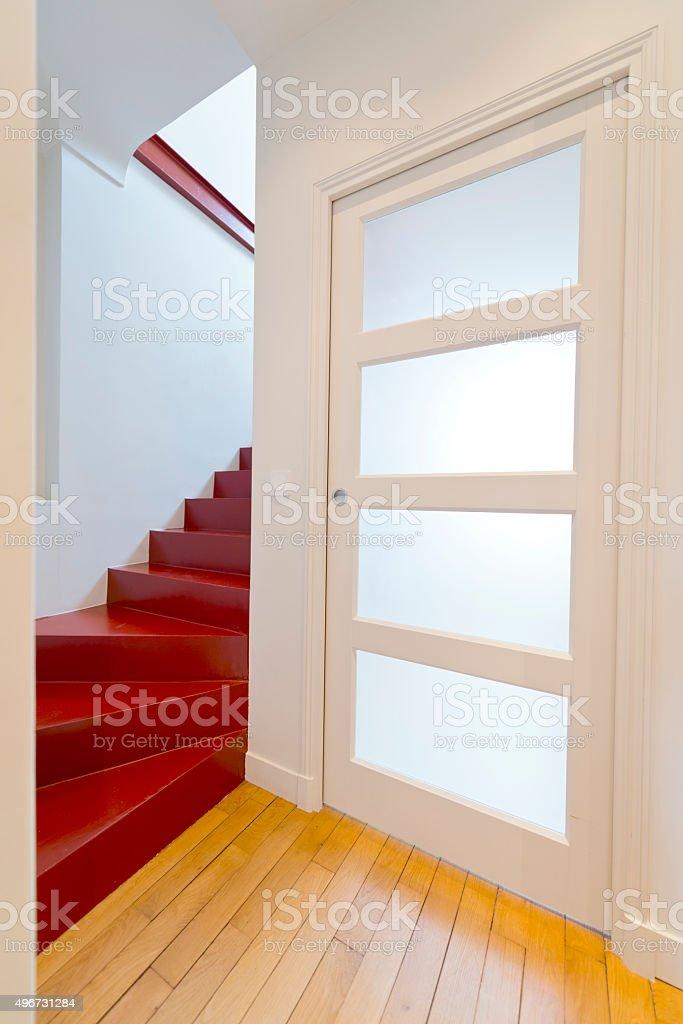 Schon Treppe, Tür. Moderne Einrichtung. Lizenzfreies Stock Foto
