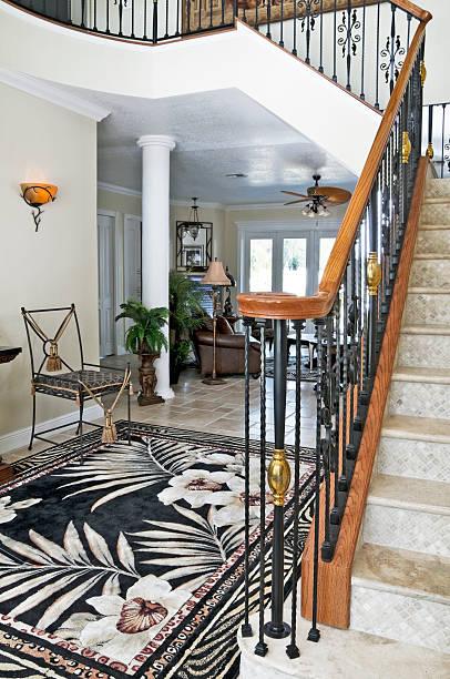 treppe & foyer - wandleuchte treppenhaus stock-fotos und bilder