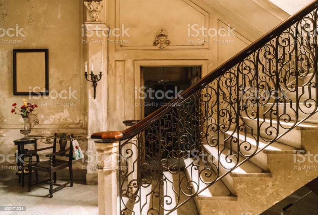 Treppe Mit Einer Kolonialen Villa In Havanna Kuba Stock-Fotografie ...