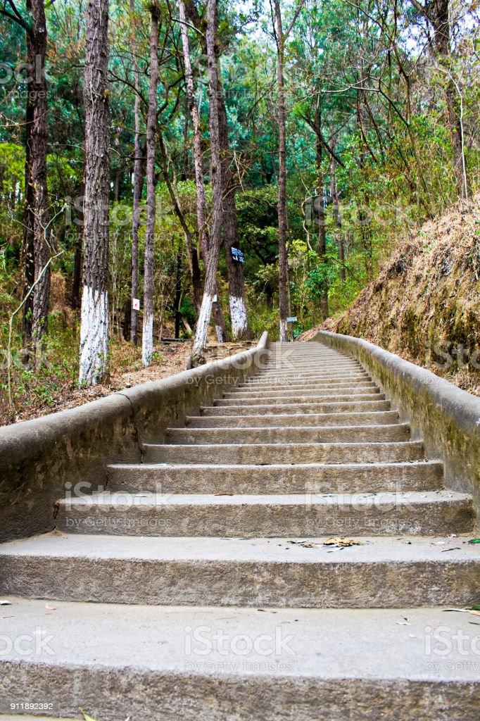 Fotografía de Escalera Al Cerro De La Cruz Antigua y más banco de ...