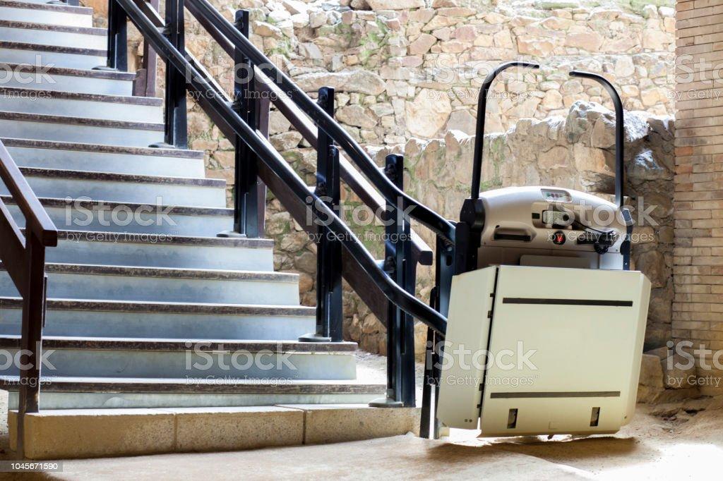 Treppenlift für Behinderte und ältere Menschen in archäologischen Stätte eine Treppe – Foto