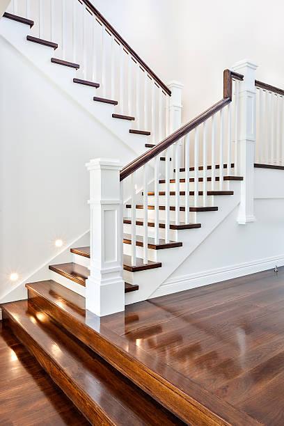 Treppen und glänzenden Holzboden der neuen Haus – Foto