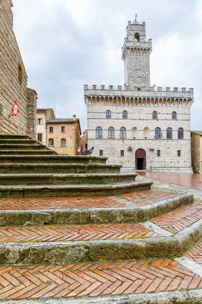 Stairs at a pizza with a palace in italy Montepulciano, Italy - April 23, 2016: Stairs at a pizza with a palace in italy piazza grande stock pictures, royalty-free photos & images