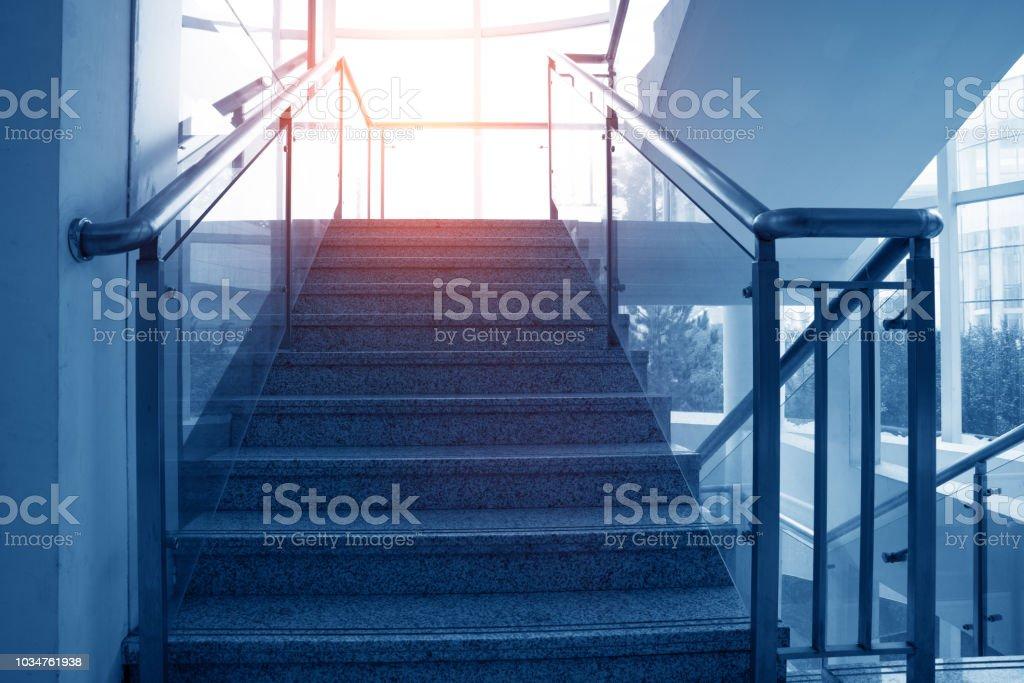 Treppen von der U-Bahn nach oben – Foto