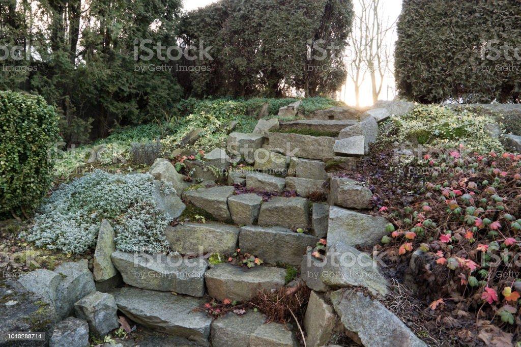 Photo libre de droit de Escalier Dans Un Petit Jardin De ...