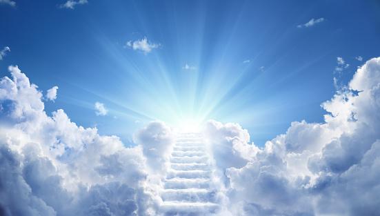Stairs Leading Up To Heavenly Sky Toward The Light - zdjęcia stockowe i więcej obrazów Anioł