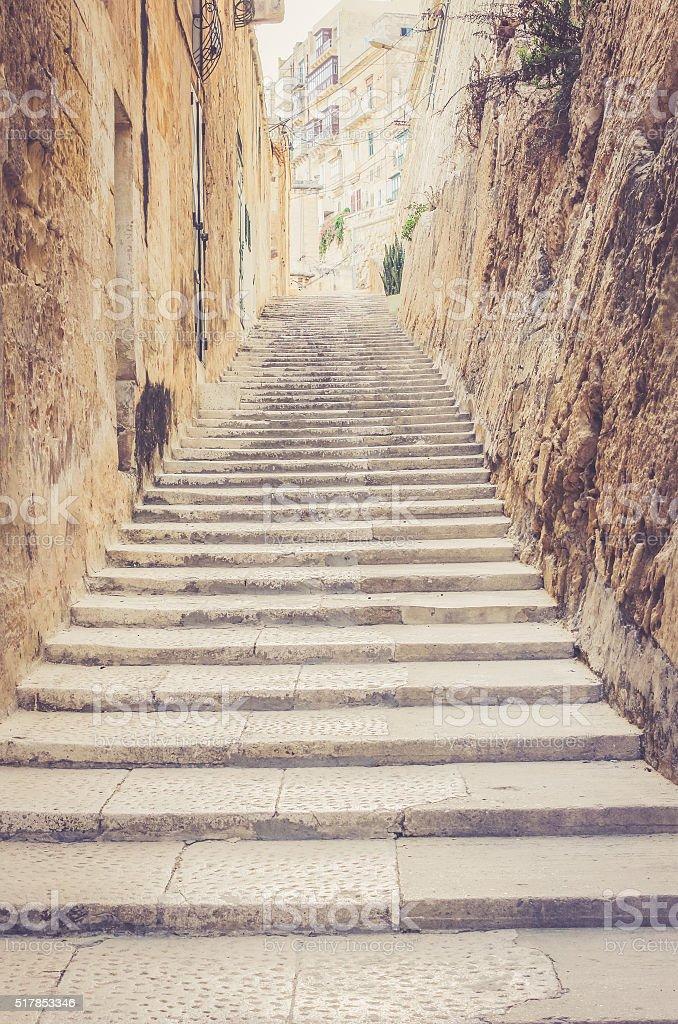 Escaleras en la calle de amarre :  la Valeta foto de stock libre de derechos