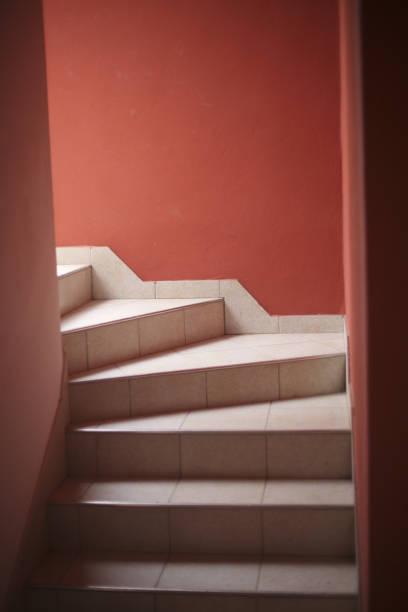 Treppe in den zweiten Stock des Hauses – Foto