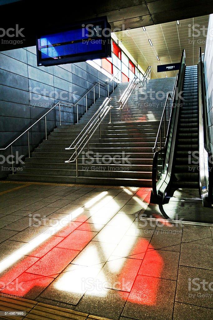 Schody do stacji kolejowej – zdjęcie