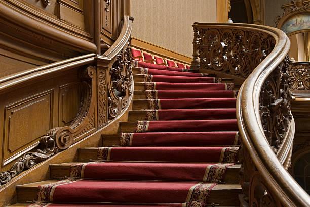treppe mit teppich strip - eingangsbereich teppich stock-fotos und bilder
