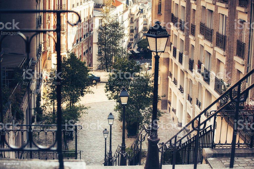 Stairway and Lamp, Montmartre, Paris, France - Photo de Bâtiment vu de l'extérieur libre de droits