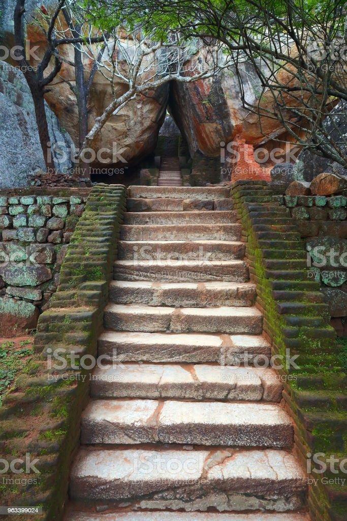 Stairway in Sigiriya Lion Castle - Zbiór zdjęć royalty-free (Architektura)