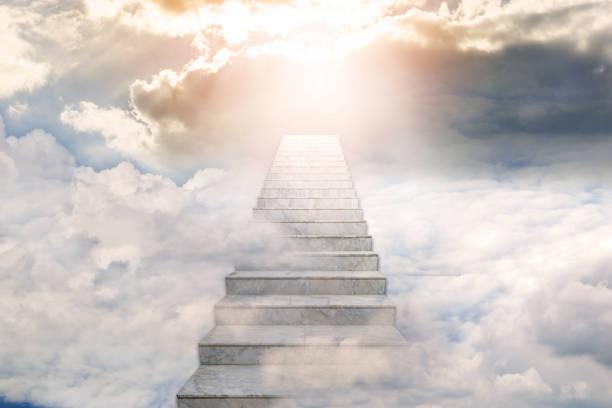cennete doğru merdiven. konsept din arka plan - cennet stok fotoğraflar ve resimler