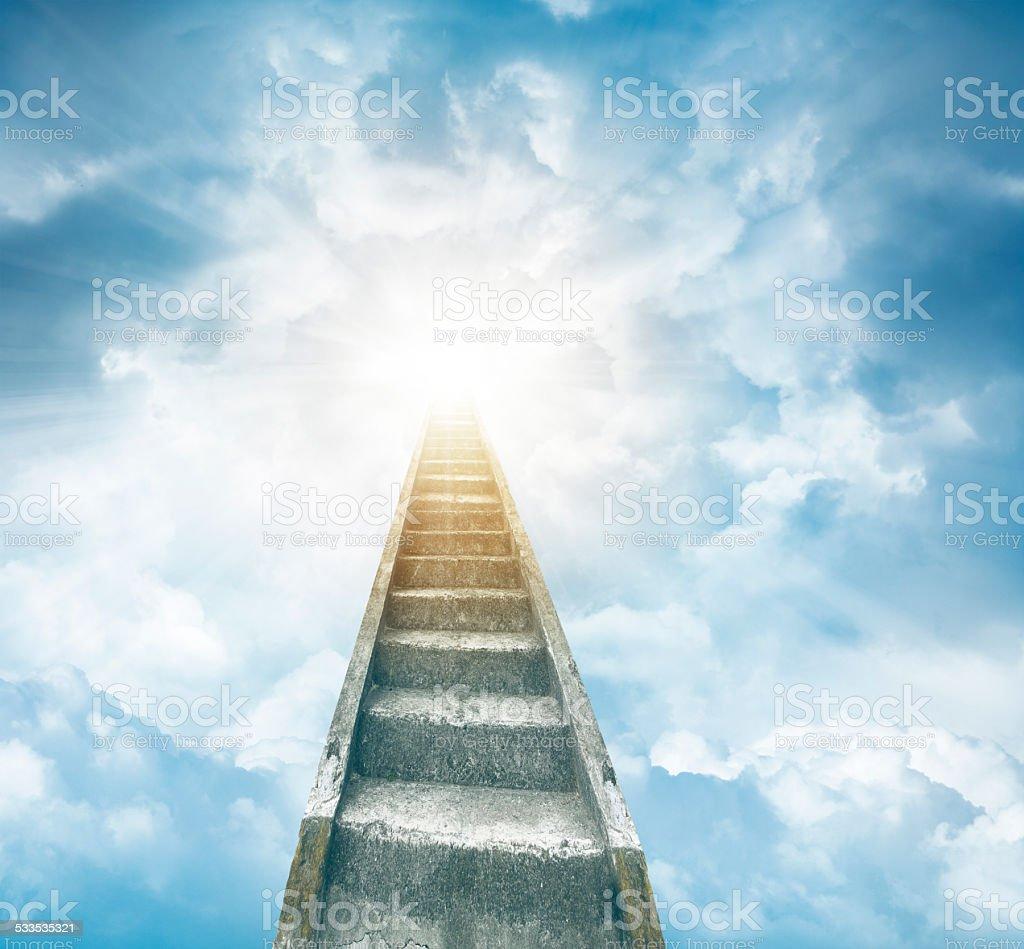 фото лестница в небо статуэтка ведьма живет глубине