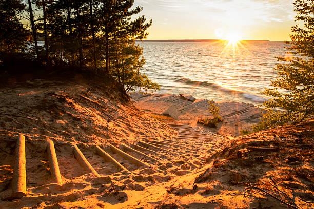 stairway to see - lake michigan strände stock-fotos und bilder