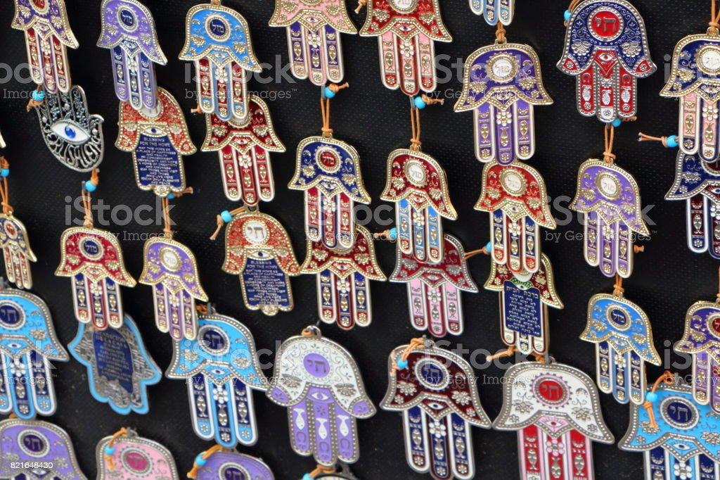 Stall with hands of Fatima pendants – zdjęcie