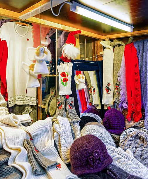 stall with warm woolen clothes at the riga christmas market - engelsflügel kaufen stock-fotos und bilder