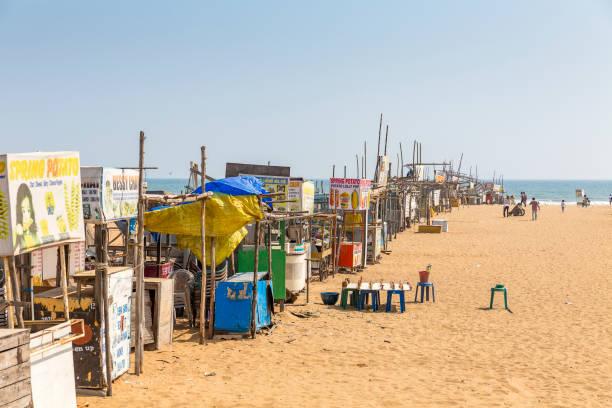 Stände auf Elliot Strand, Chennai, Tamil Nadu, Indien – Foto
