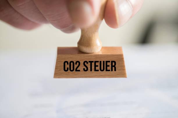 Ein Stempel mit dem Aufdruck Co2 Steuer – Foto