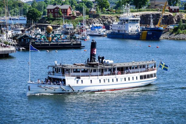 mv östanå i, ett motorfartyg och tidigare steam ship - ferry lake sweden bildbanksfoton och bilder