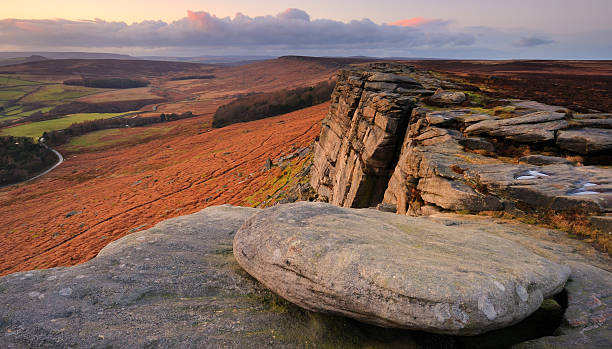 stanage edge rocks, peak district - outcrop stock pictures, royalty-free photos & images